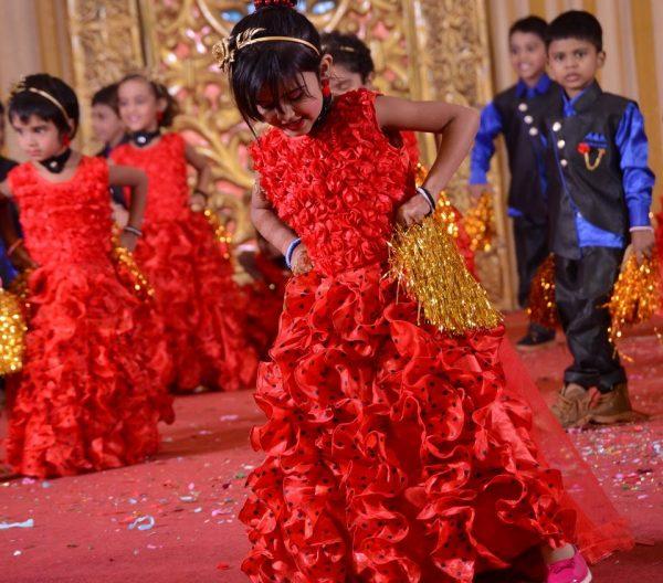 Guhan school kids dance